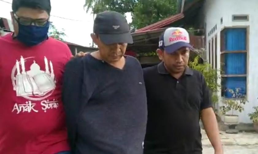 DPO Kasus Narkoba yang berhasil diamankan Tim Kejagung RI dan Kejati Sumbar (tengah)