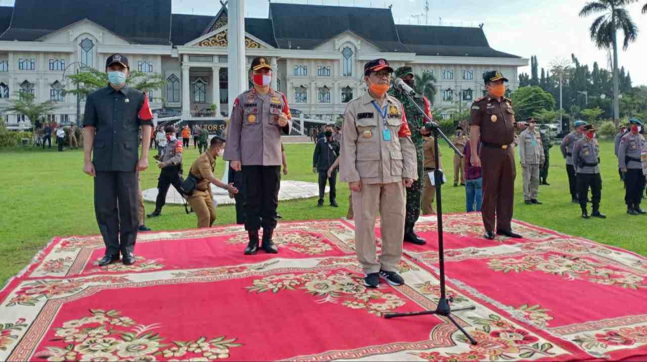 Gubernur Jambi, Kapolda dan Danrem saat pimpin apel protokol kesehatan
