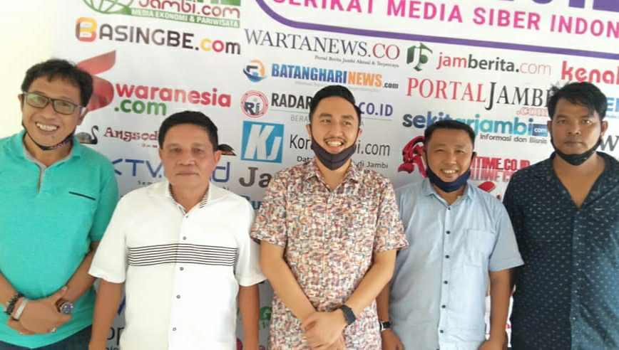 Fikar-Yos bersama pengurus SMSI Jambi