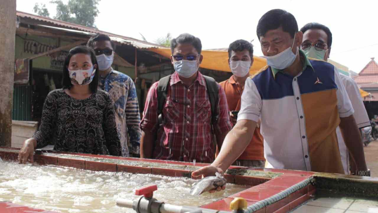 Syafril Nursal saat blusukan di Pasar PU Muara Tembesi