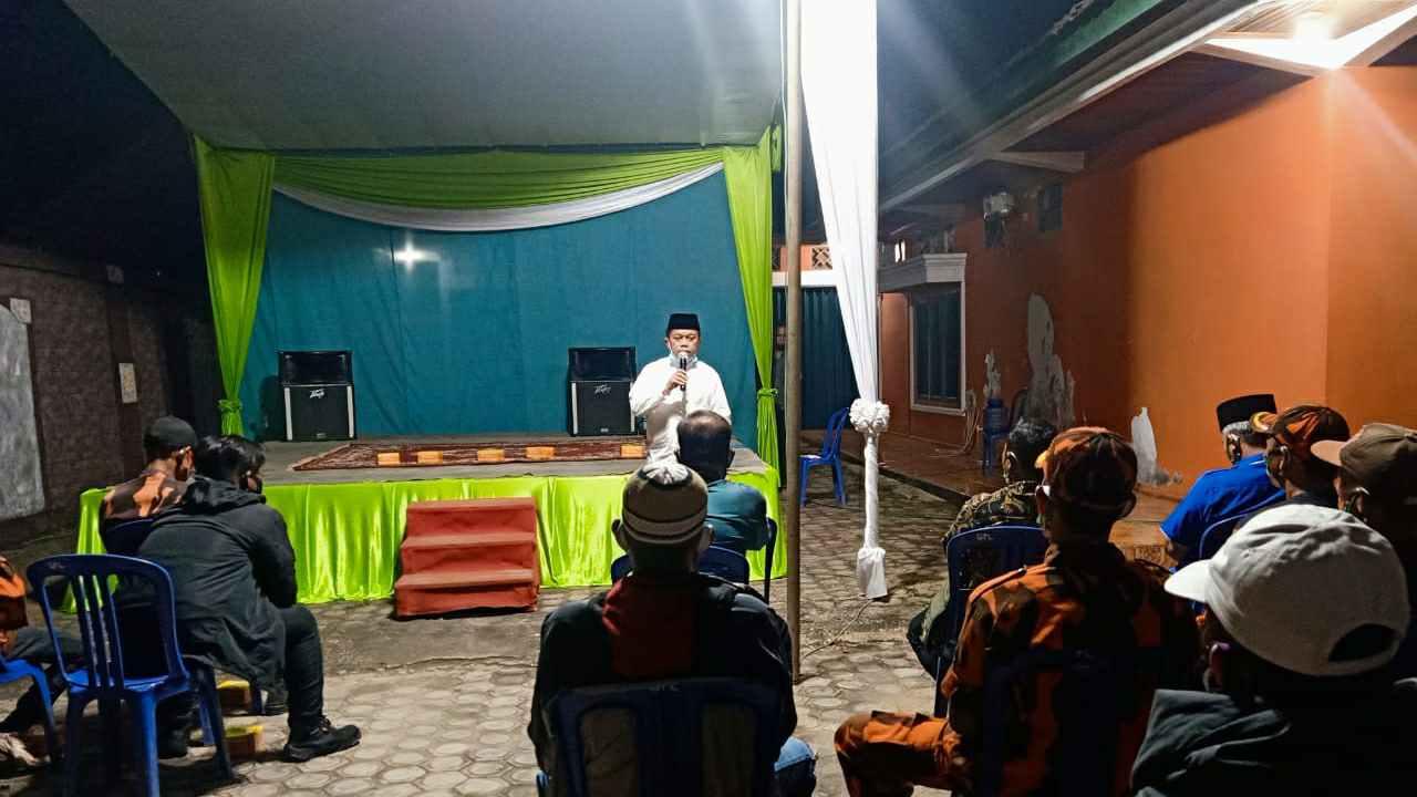 Al Haris saat silaturahmi dengan masyarakat esa Kebon IX, Sungai Gelam, Muaro Jambi