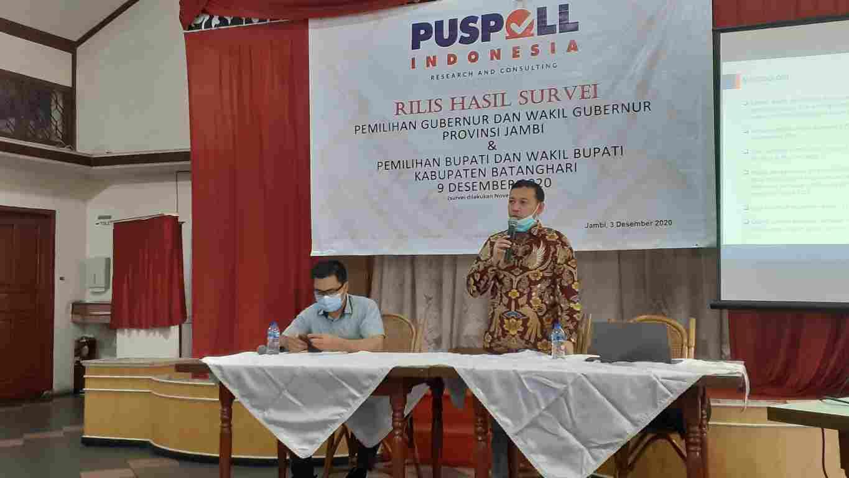 Muslimin Tanja saat paparkan hasil survei di Pilgub Jambi 2020