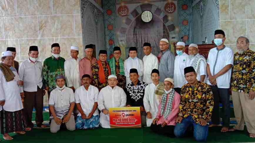 Al Haris saat sholat Jumat di Masjid At Tanwir Muhammadiyah Belakang Pasar Rakyat Kelurahan Pematang