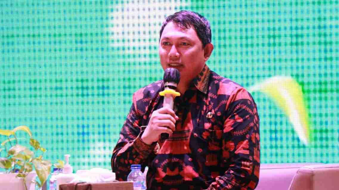 Wabup Hairan saat jadi Jadi narasumber dialog nasional literasi kelapa