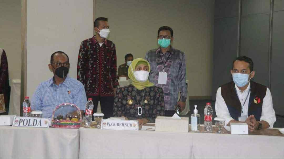 Pj Gubernur Jambi saat hadiri pleno rekapitulasi PSU Pilgub Jambi oleh KPU Provinsi Jambi