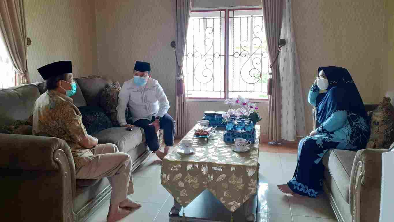 Al Haris saat silaturahmi dengan Fachrori Umar dan istri