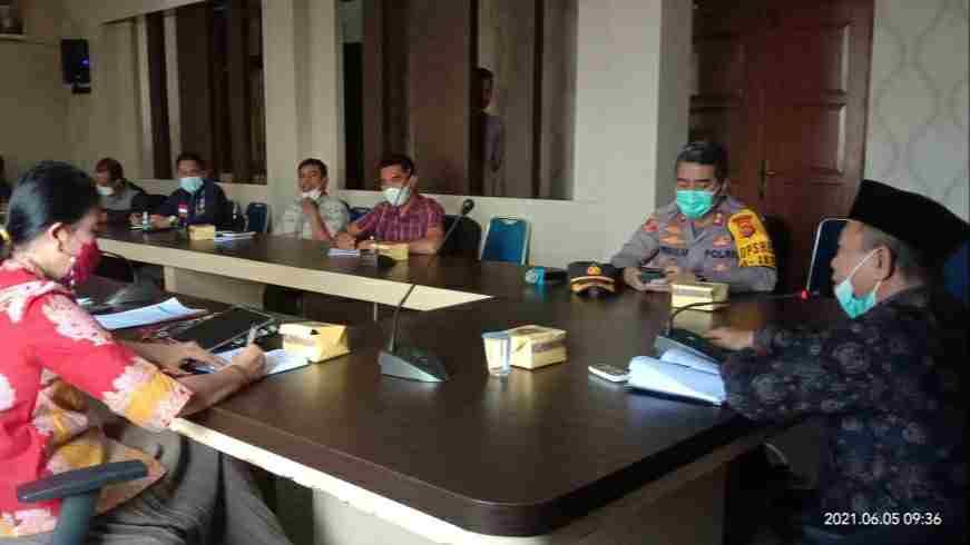 Mashuri saat pimpin rapat koordinasi Satgas Covid-19 Kabupaten Merangin