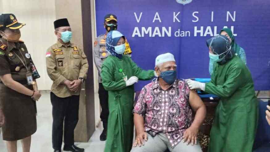Pelaksanaan Gerakan Serentak Pekan Vaksinasi Lansia hari pertama di Merangin