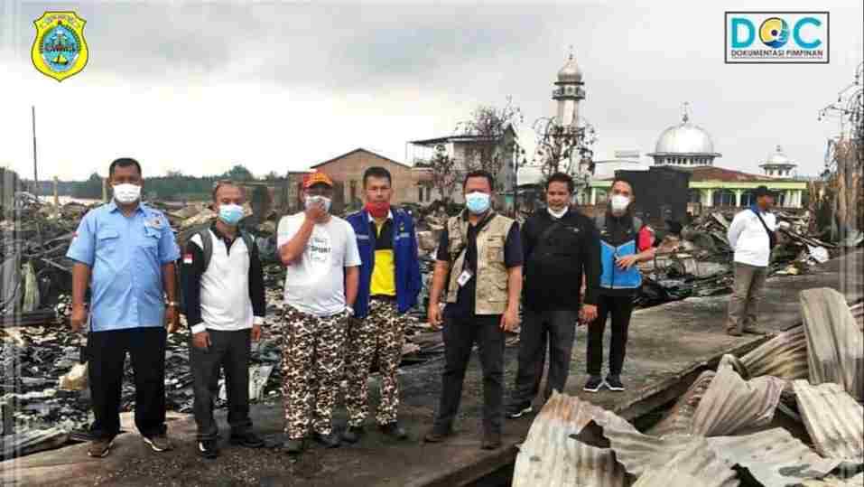 Tim Kemensos RI saat sambangi korban kebakaran di Desa Mendahara Tengah