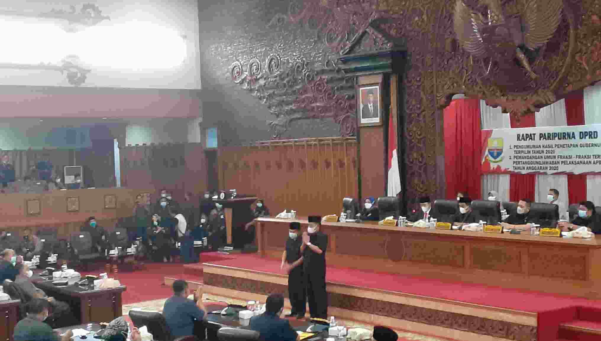 DPRD Provinsi Jambi saat gelar penetapan Al Haris-Abdullah Sani sebagai gubenur dan wagub Jambi 2020