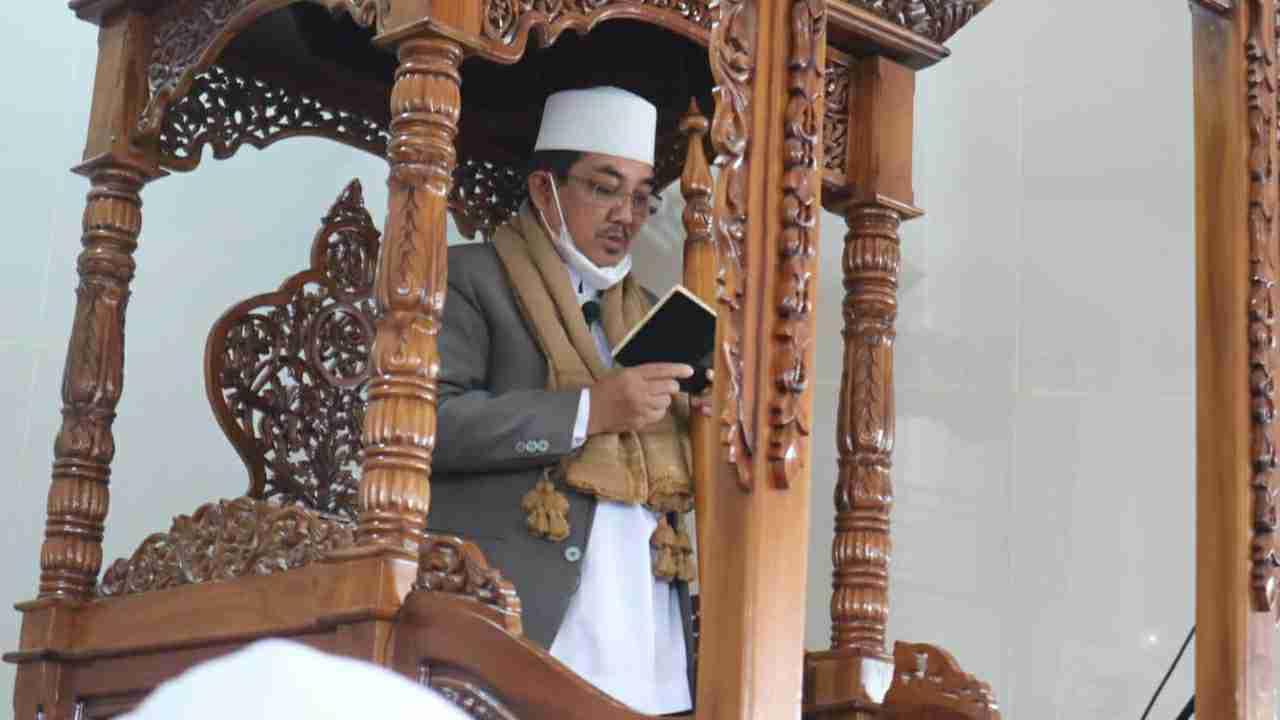 Bupati Anwar saat salat Idul Adha di Masjid Syaikh Utsman Kuala Tungkal