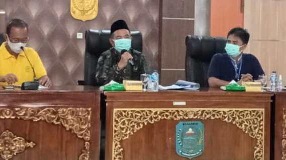 Mashuri saat pimpin rapat bersama Camat di Merangin menyikapi kasus Covid-19