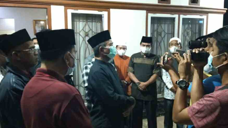 Mashuri saat di rumah duka Almarhum Syafri