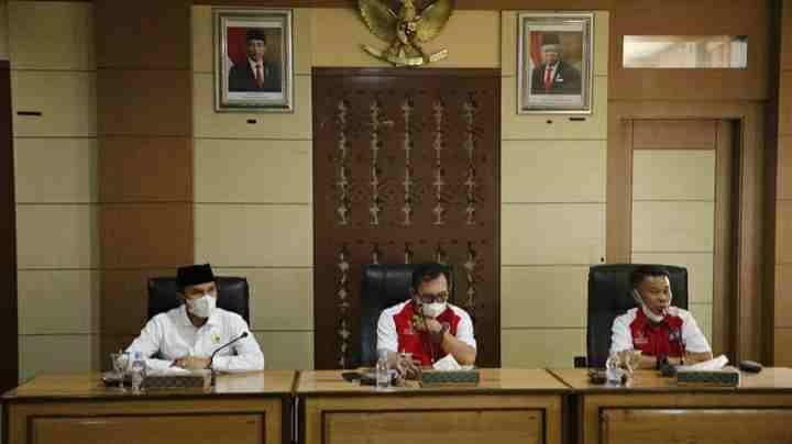 Walikota Ahmadi dan Edi Purwanto saat pertemuan dengan tokoh adat 8 kecamatan di Kota Sungai Penuh