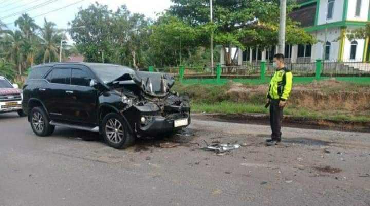 Mobil Bupati Mashuri yang mengalami kecelakaan