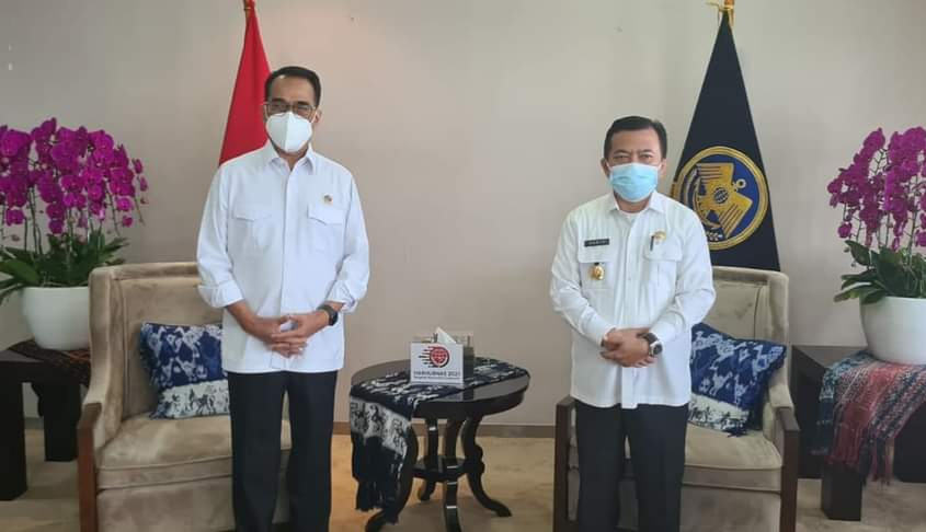 Menteri Perhubungan Budi Karya dan Gubernur Al Haris (kiri)