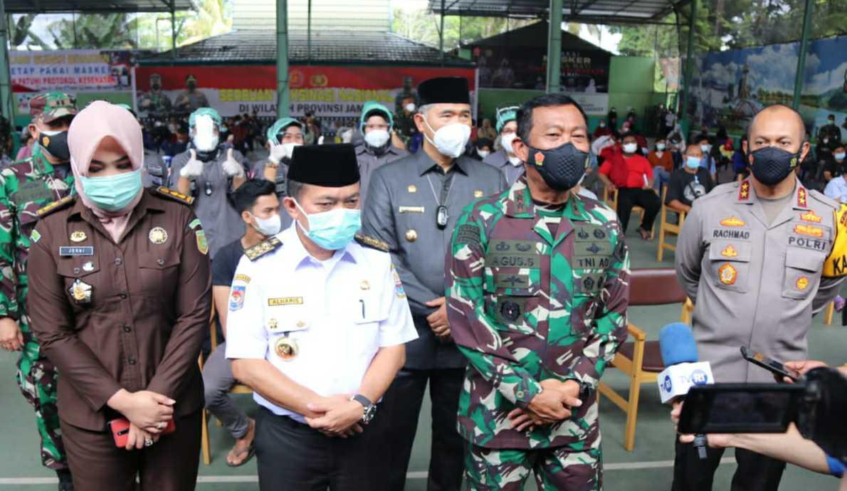 Gubernur Al Haris dan Pangdam II Sriwijaya Agus Suhardi saat peresmian Panti Asuhan Bhadar Garuda Pu