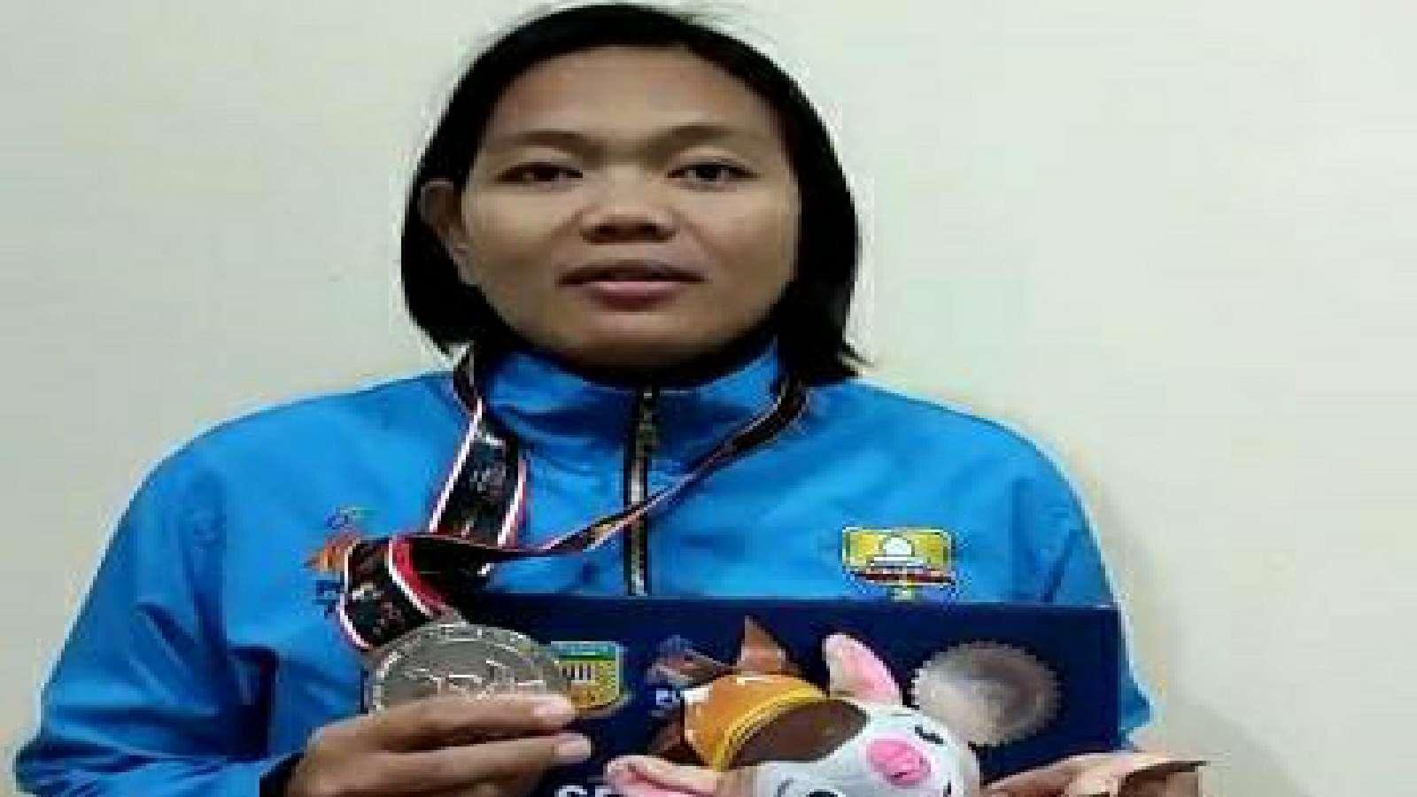 Pegulat Jambi, Indri Sukmaningsih saat raih perak di PON XX Papua