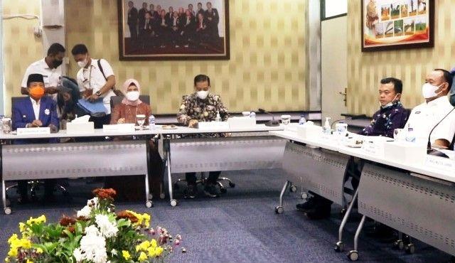 Al Haris saat ikuti rapat RUPS dan SLB Bank Jambi