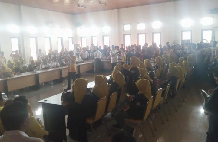 Suasana Tim Al Haris saat mendaftar di Sekretariat Golkar Jambi