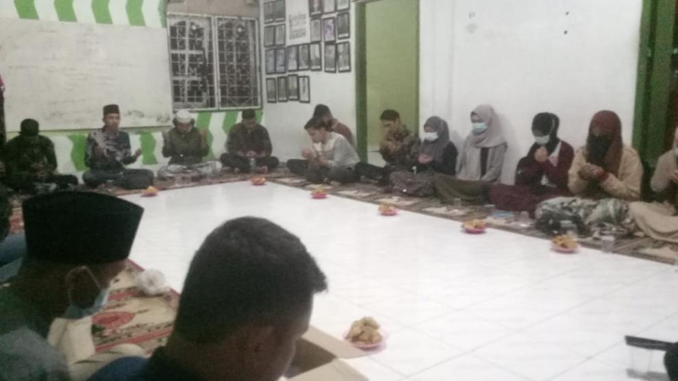 HMI Cabang Jambi saat gelar yasinan dan doa bersama