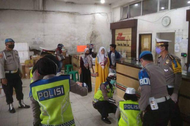 Pencegahan Corona, Satgas Preemtif Polda Jambi Berikan Himbauan serta Edukasi Loket Bus dan Travel