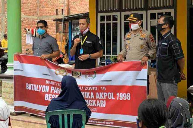 Batalyon Parama Satwika Akpol Angkatan 98 Polda Jambi Berikan Bantuan Sembako ke Warga