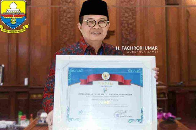 Berpartisipasi Sukseskan Sensus Penduduk Online, Fachrori Dianugerahi Penghargaan oleh Kepala BPS RI