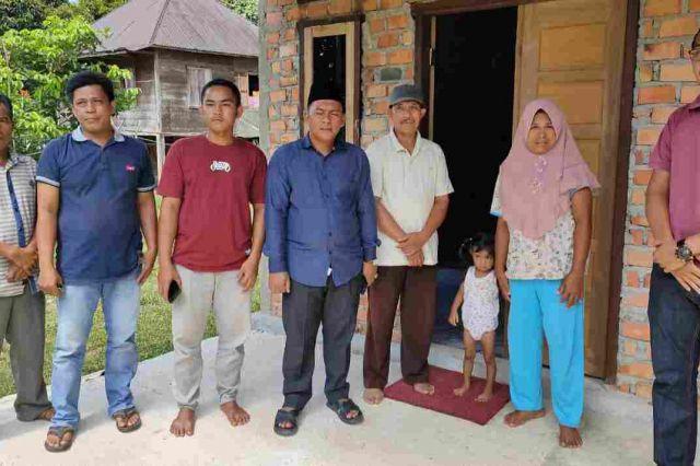 Sofyan Ali Tinjau Penerima Manfaat Bedah Rumah di Merangin