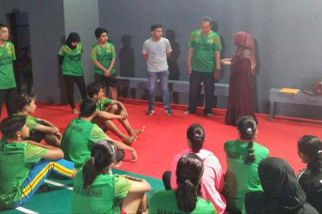 Tingkatakan Semangat Latihan, Ketua PBSI Kota Jambi Beri Motovasi Anak-anak Pelatprov