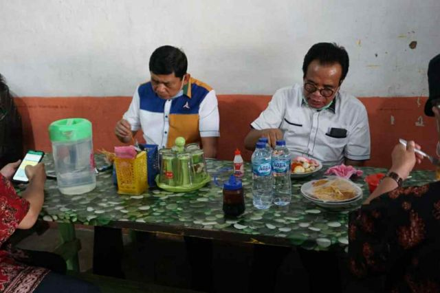 Syafril Nursal Pilih Sarapan di Warung Biasa, Pemilik Tak Menyangka