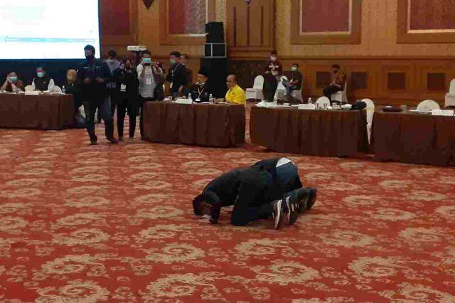 Menang Hasil Pleno Tingkat Provinsi, Saksi Haris-Sani Sujud Syukur