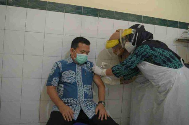 Bupati Al Haris Suntik Vaksin Covid-19 Tahap Kedua