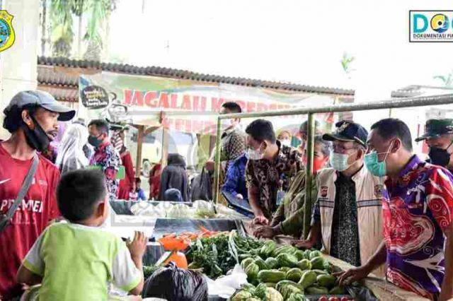 Jelang Ramadan, Sekda Tanjab Timur di Dampingi Satgas Pangan Sidak Pasar Muara Sabak