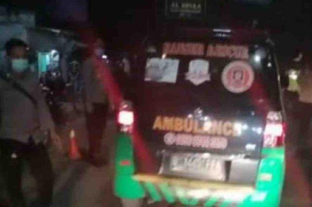 Ambulans Angkut Pemudik Dicegat di Tol Cikarang