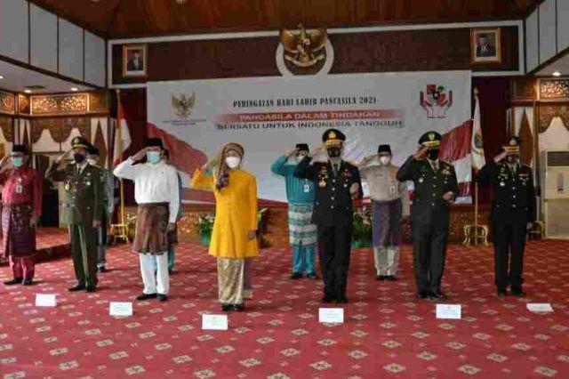 Pj Gubernur Jambi Ikuti Upacara Peringatan Hari Lahir Pancasila Secara Virtual