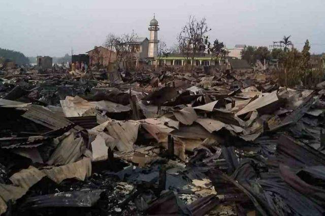 Ajaib, Mushalla At-Taqwa Berdiri Kokoh di Tengah Ratusan Rumah yang Terbakar di Menteng