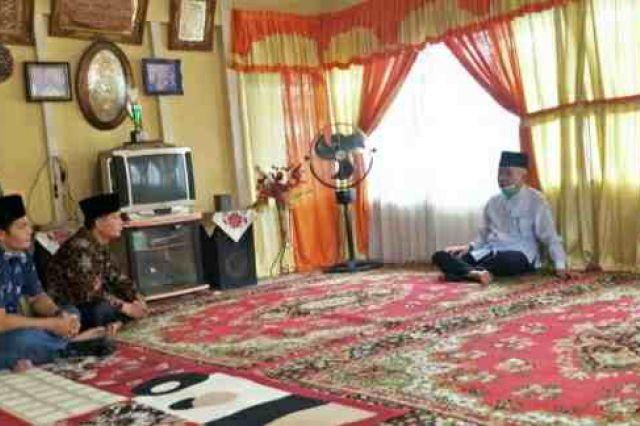 Bupati Adirozal Takziah Kerumah Rumah Almarhum Lemi Hefrody