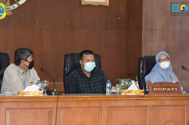 Bupati Romi Saksikan penyerahan Alat Pres Pelepah Pinang dari KKI Warsi dan Universitas Jambi