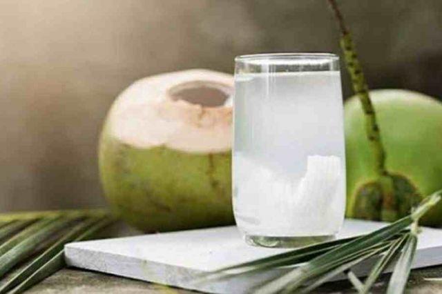 6 Manfaat Air Kelapa untuk Kesehatan