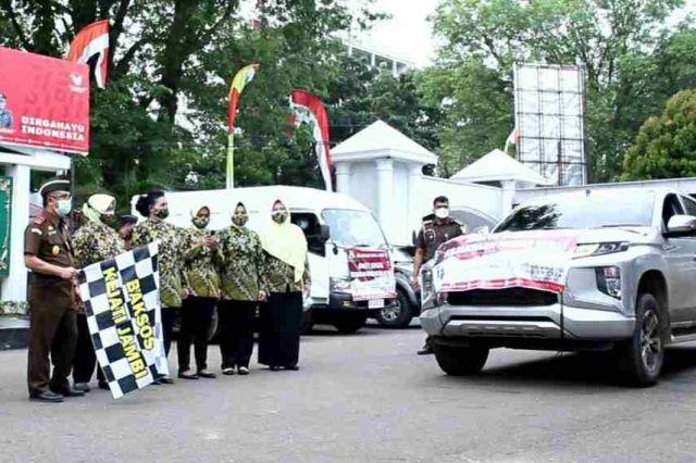 Kajati Jambi Lepas Pendistribusian Bantuan 10 Ton Beras dan 2000 Paket Sembako