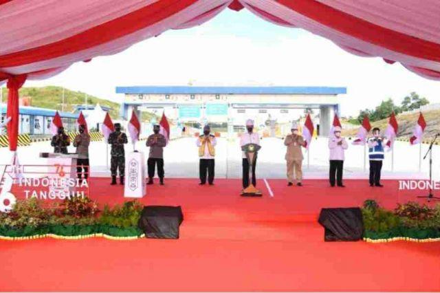 Presiden Jokowi Resmikan Tol Pertama di Pulau Kalimantan