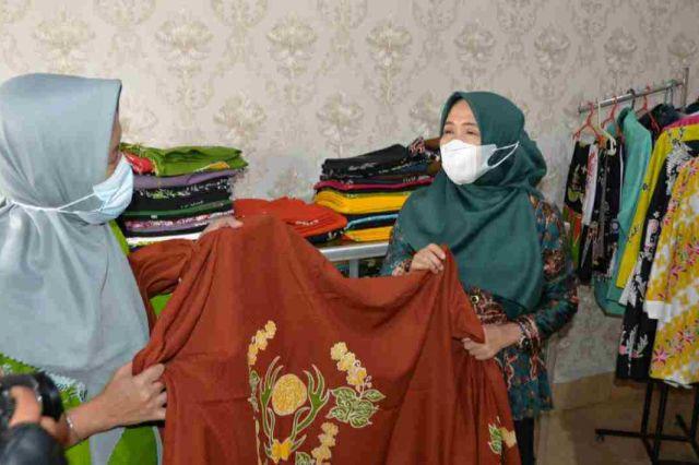 Hesti Haris Apresiasi Inovasi Rumah Produksi Batik Bersama Bungo