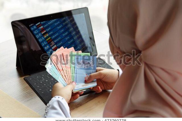 Hukum Perempuan Bekerja dan Mengatur Uangnya Sendiri