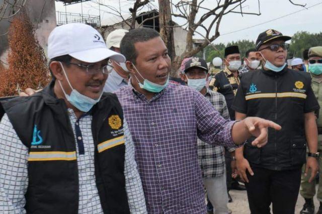 Kunjungi Korban Kebakaran di Mendahara Tengah, Bupati Anwar Serahkan Bantuan
