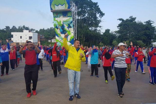 Kemas Faried Kembali Ramaikan Senam Pagi Bersama di Rest Area Danau Sipin