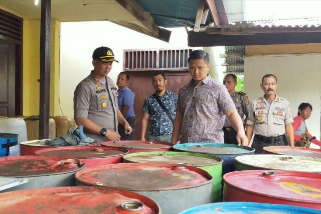 Grebek Gudang BBM, Polres Amankan Puluhan Drum Minyak Ilegal