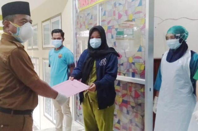 Kabar Baik, Sembuh Dua Orang Pasien Covid-19 Merangin Dipulangkan