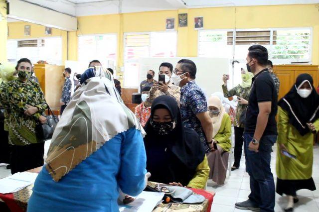 Kajati Jambi Tinjau Pelaksanaan Vaksinasi Covid-19 di SMA Adhyaksa 1 Jambi