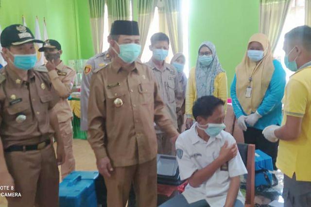 Bupati Mashuri Pantau Vaksinasi Covid-19 di SMK 10 Merangin